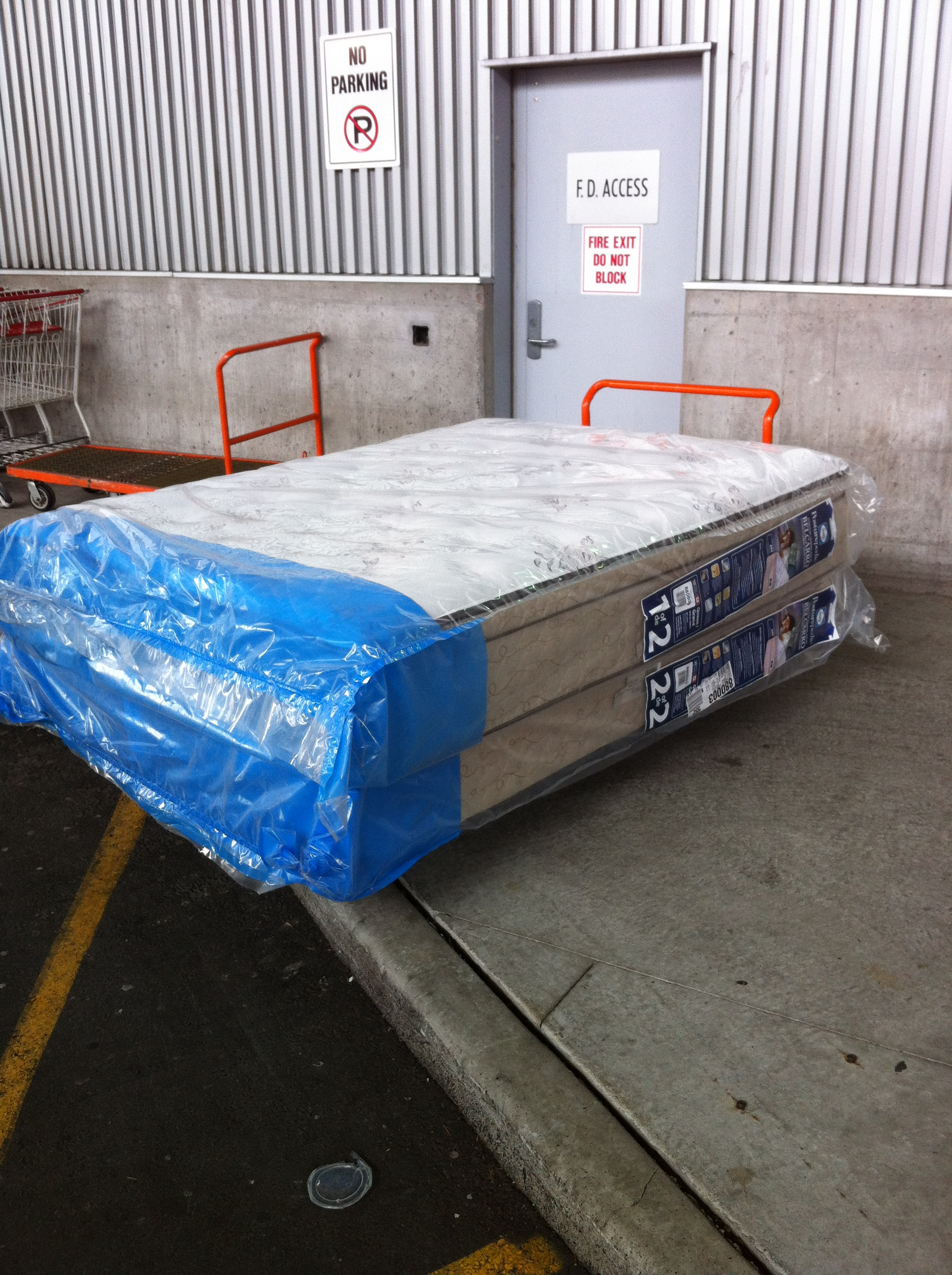 downtown vancouver costco queen mattress and box spring. Black Bedroom Furniture Sets. Home Design Ideas